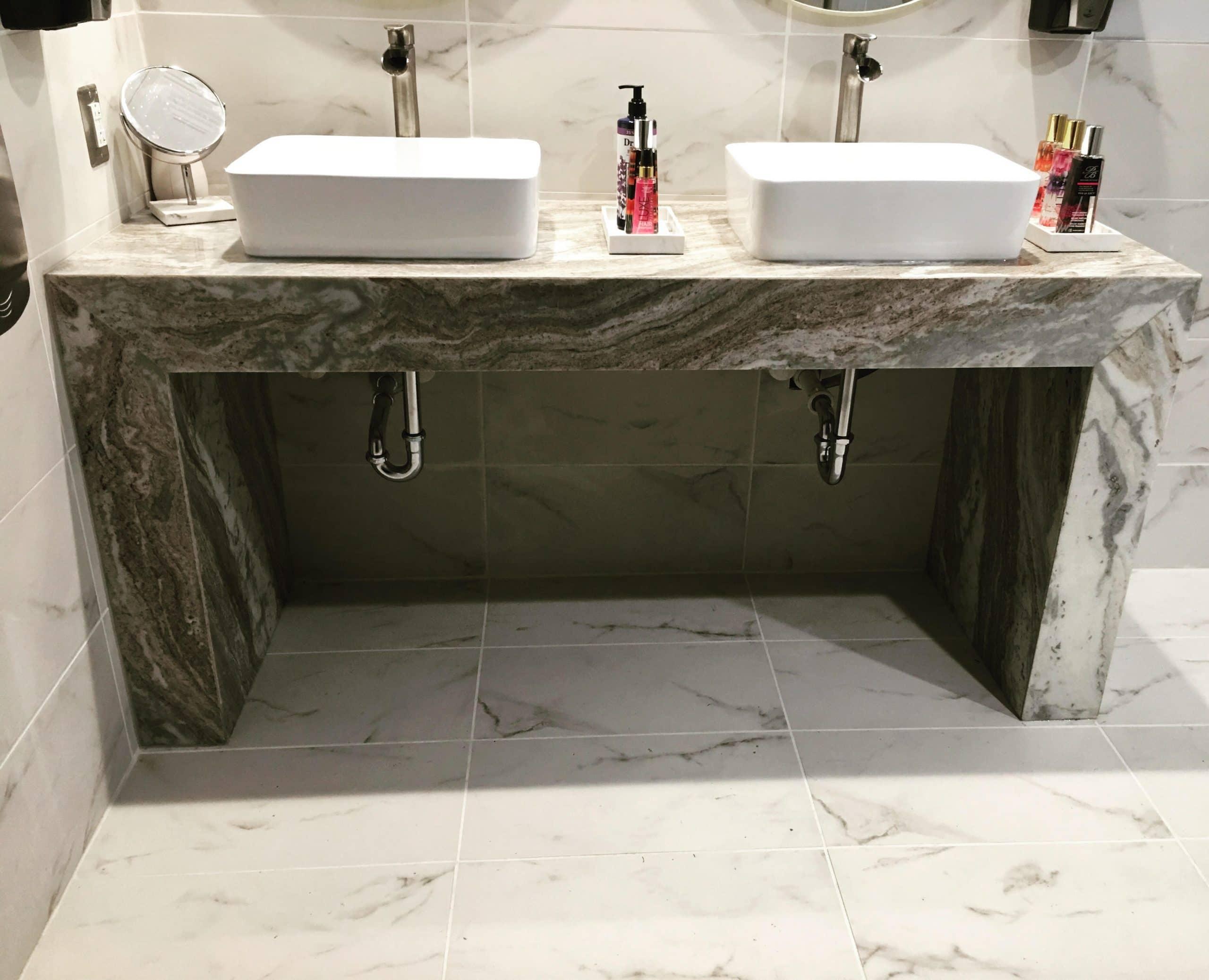 Quality Inn Shippensburg - Green fantasy granite custom vanity no cabinet!